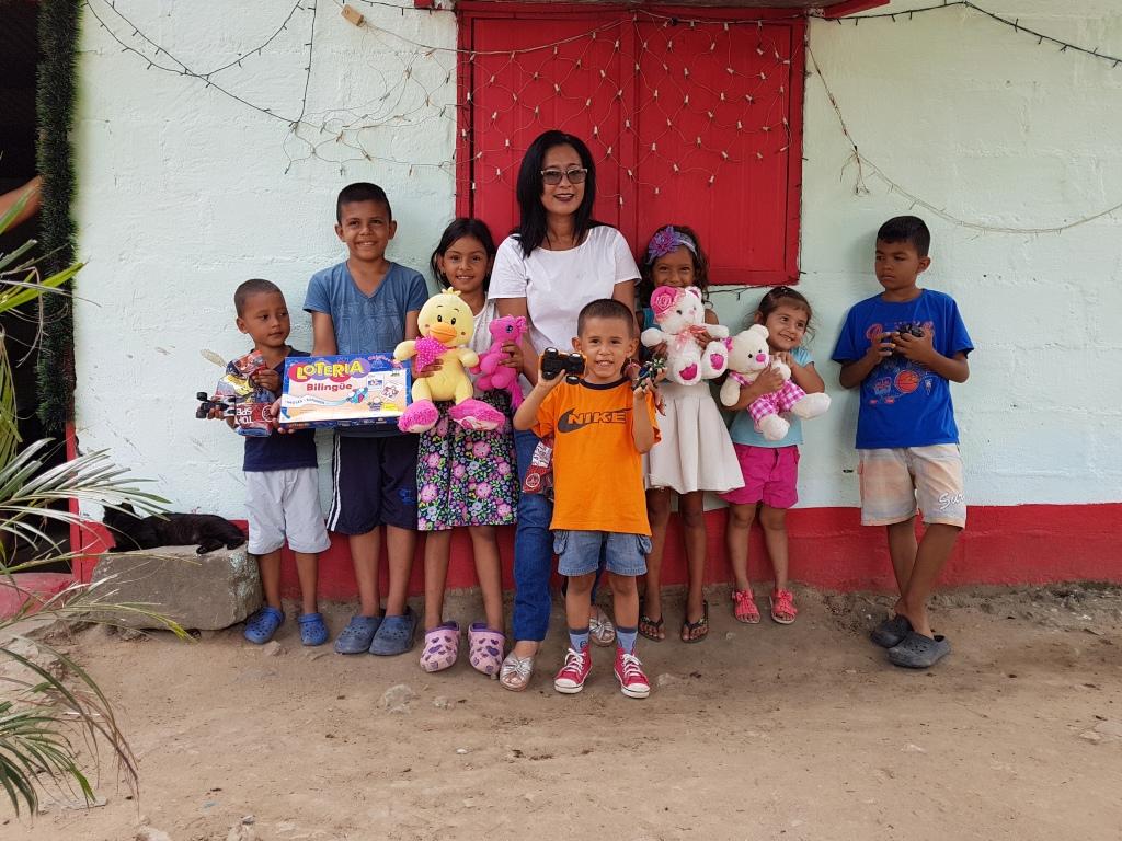 Regalos entregados en Alvarado por la Fundación Fambaru. 2019