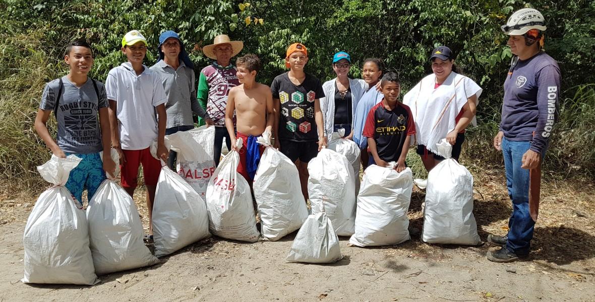 Campaña de limpieza por el Río Alvarado.
